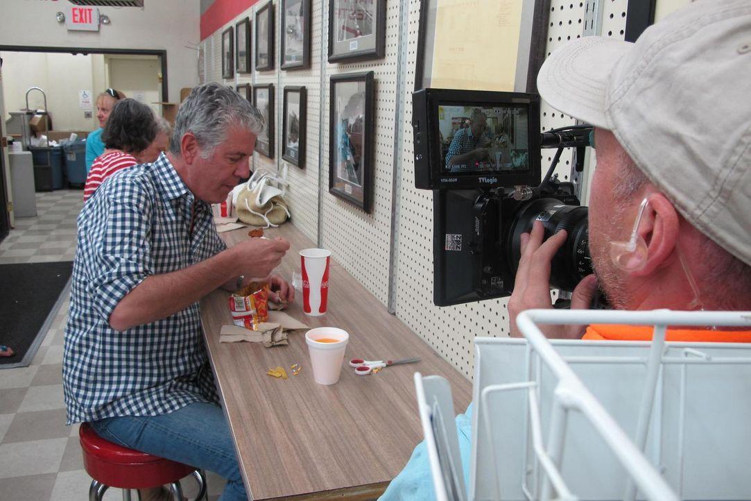 Koch Anthony Bourdain (2.v.r.) begibt sich nach New Mexico. Dort brachte der kulturelle Mix der Einwohner eine spannende Küche hervor, die spanische... - Bildquelle: 2013 Cable News Network, Inc. A TimeWarner Company. All rights reserved.