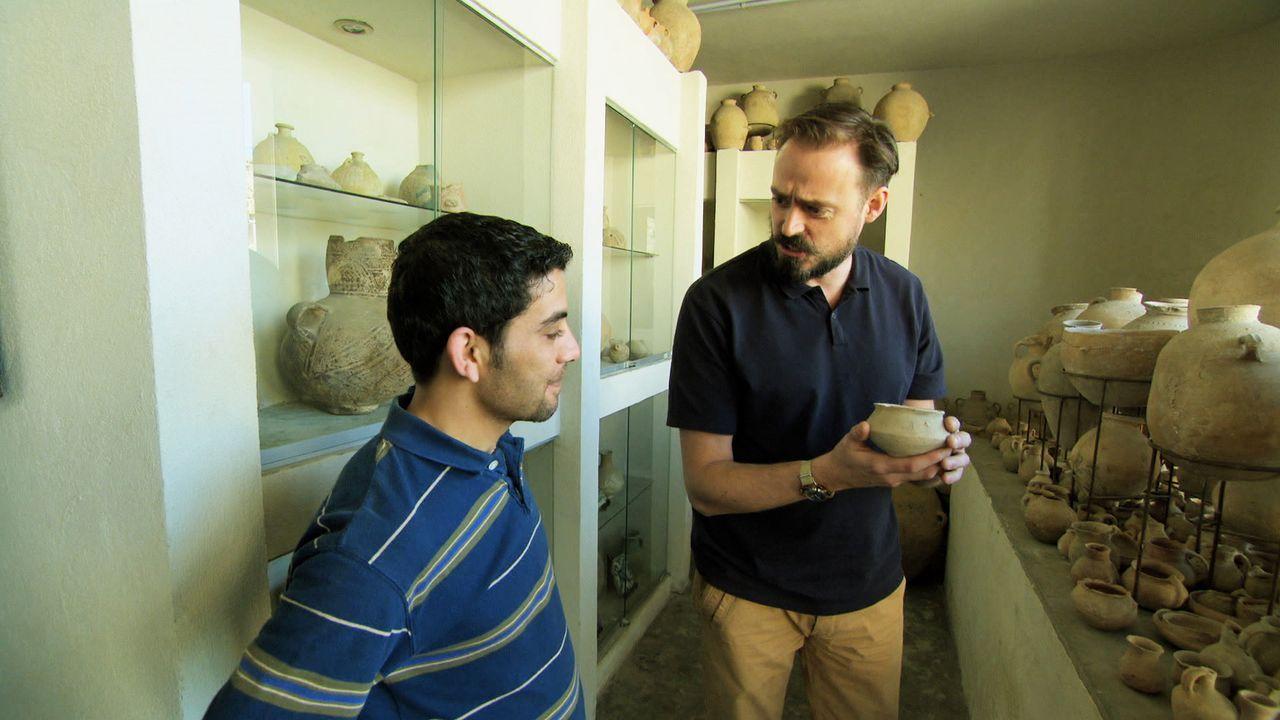 Diese Folge führt Jamie Theakston (r.) nach Jordanien, wo er versucht, mehr Licht ins Dunkel um die geheimnisumwobene Felsenstadt Petra zu bringen,... - Bildquelle: Like A Shot Entertainment