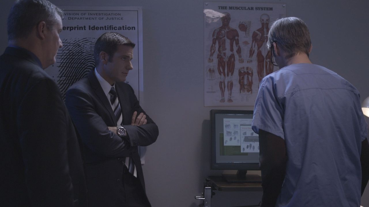 Schwieriger Fall: Lt Joe Kenda (Carl Marino, 2 v.l.) versucht alles, um den Mord an der unbekannten Frau zu lösen, die an einem einsamen Bergpass ab... - Bildquelle: Jupiter Entertainment