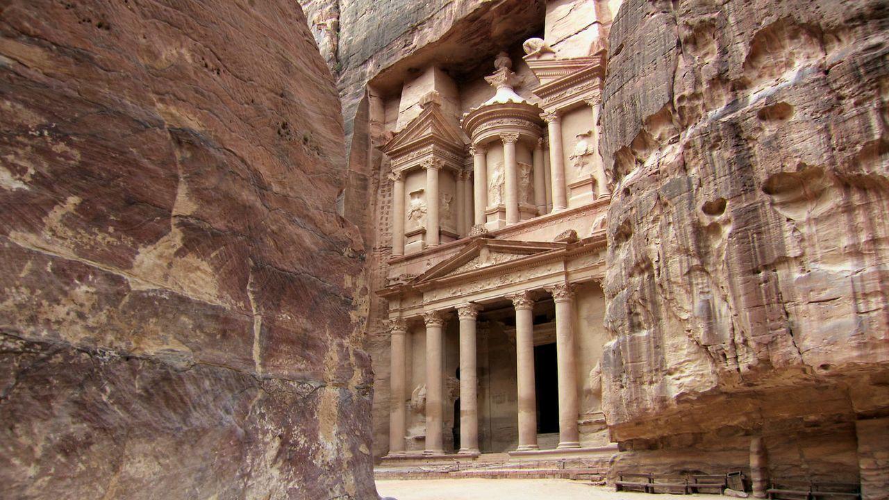 Die in das harte Gestein der jordanischen Wüste gehauene und zum UNESCO-Weltkulturerbe gehörende Stadt Petra ist bis heute zu weniger als 20 Prozent... - Bildquelle: Like A Shot Entertainment