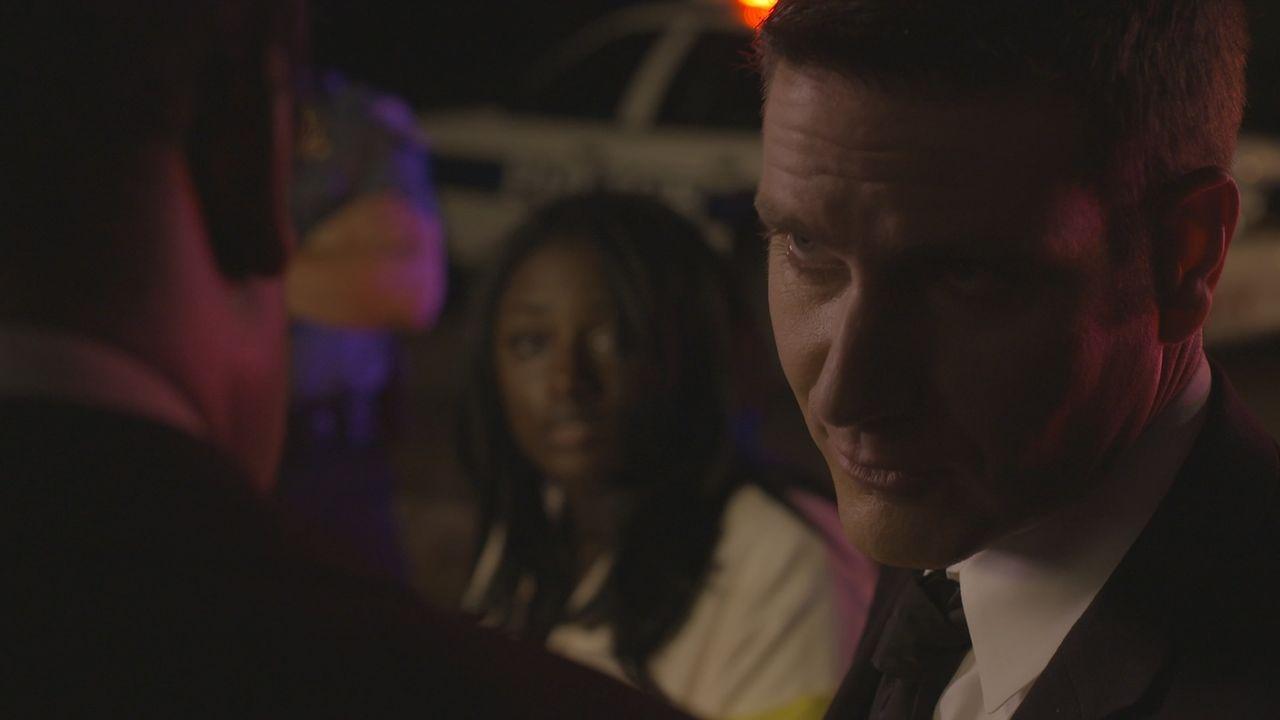 Nichts ist so, wie es scheint: Lt. Joe Kenda (Carl Marino, r.) geht dem Mord an Kampfkunst-Fan Carl Hunt genau auf die Spur ... - Bildquelle: Jupiter Entertainment