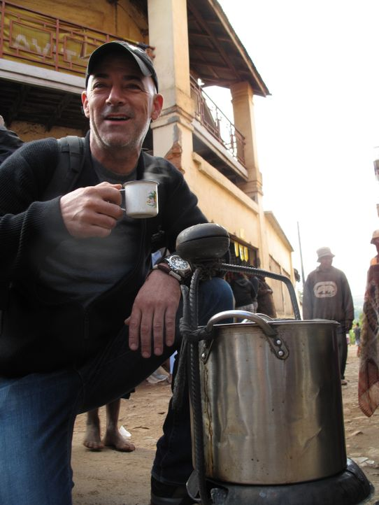 "Todd Carmichael reist nach Madagaskar, um der Legende des Kaffees ""Robusta"" auf den Grund zu gehen ... - Bildquelle: 2012, The Travel Channel, L.L.C. All rights Reserved."