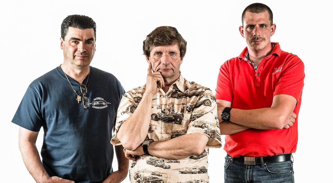 """Diese Männer verwandeln Rost in Gold: In der Werkstatt """"The Guild of Automotive Restorers"""" finden sich allerhand Prachtstücke auf vier Rädern, die D... - Bildquelle: Joe Wiecha"""