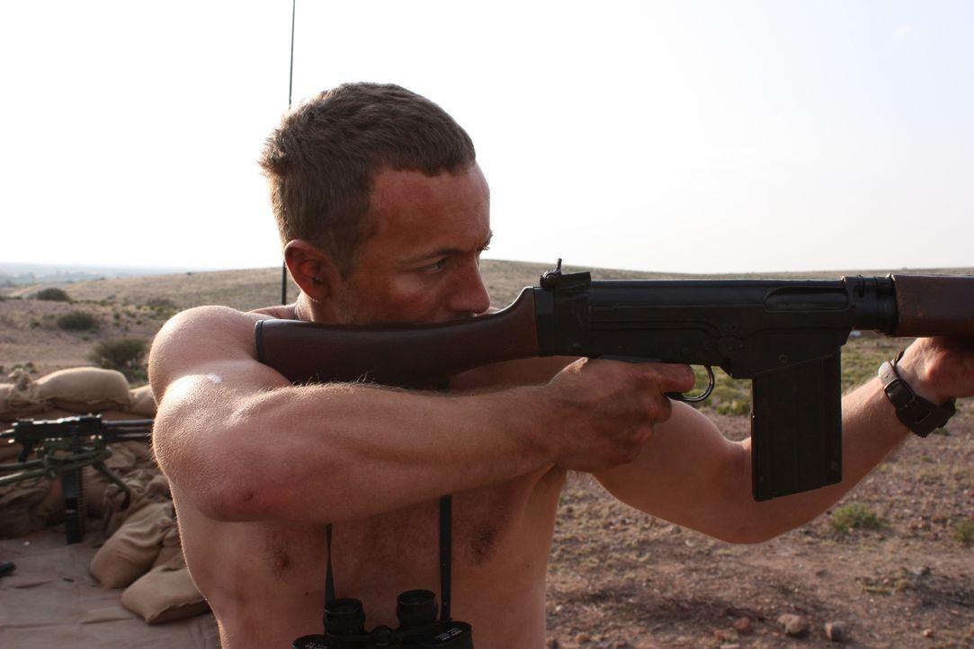Es klingt unmöglich, doch im Jahr 1972 gelang es neun Männern der britischen Spezialeinheit SAS in Oman, dem Angriff einer Überzahl an feindlichen T... - Bildquelle: James Leigh 2008 DANGEROUS FILMS