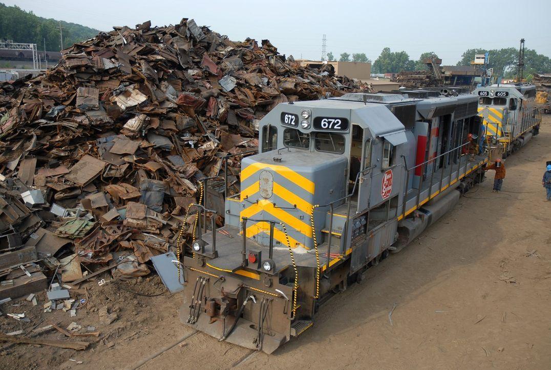 Recycling XXL: Die Firma National Railway Equipment Company in Mt. Vernon, Illinois zerlegt alte und schrottreife Diesellokomotiven in ihre Einzelte... - Bildquelle: Louie, Tobias NGT