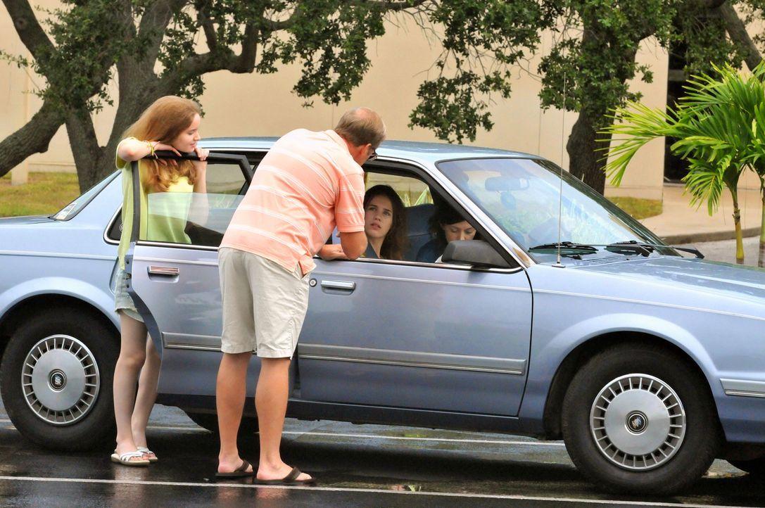 Urlaub ohne Rückkehr: Als Joan Rogers (r.) und ihre beiden Töchter Christie (2.v.r.) und Michelle (l.) zu ihrem Trip nach Florida aufbrechen, ahnen... - Bildquelle: Robert Crum Cineflix 2013