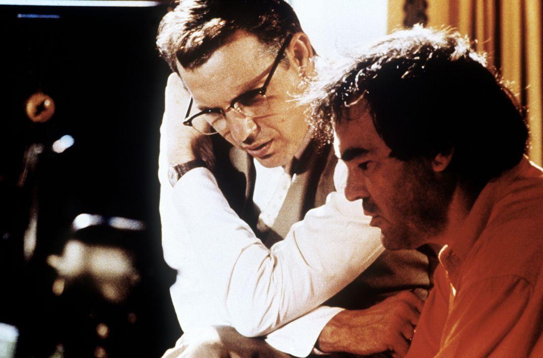 Sämtliche Zeugen, die Staatsanwalt Jim Garrison (Kevin Costner, l.) weiterhelfen könnten, sind tot, unauffindbar oder sterben plötzlich ... - Bildquelle: Warner Bros.