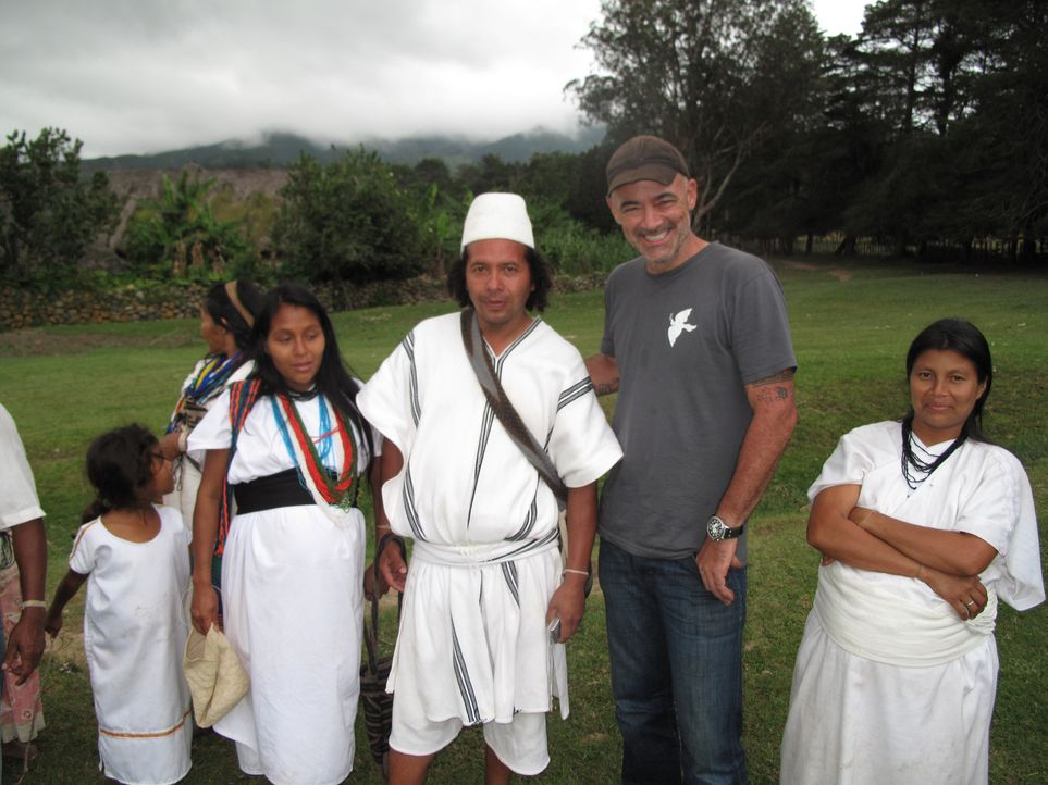 Todd Carmichael (2.v.r.) reist nach Kolumbien, um dort außergewöhnliche Kaffeesorten zu finden. Ein Abenteuer beginnt ... - Bildquelle: 2012, The Travel Channel, L.L.C. All rights Reserved.