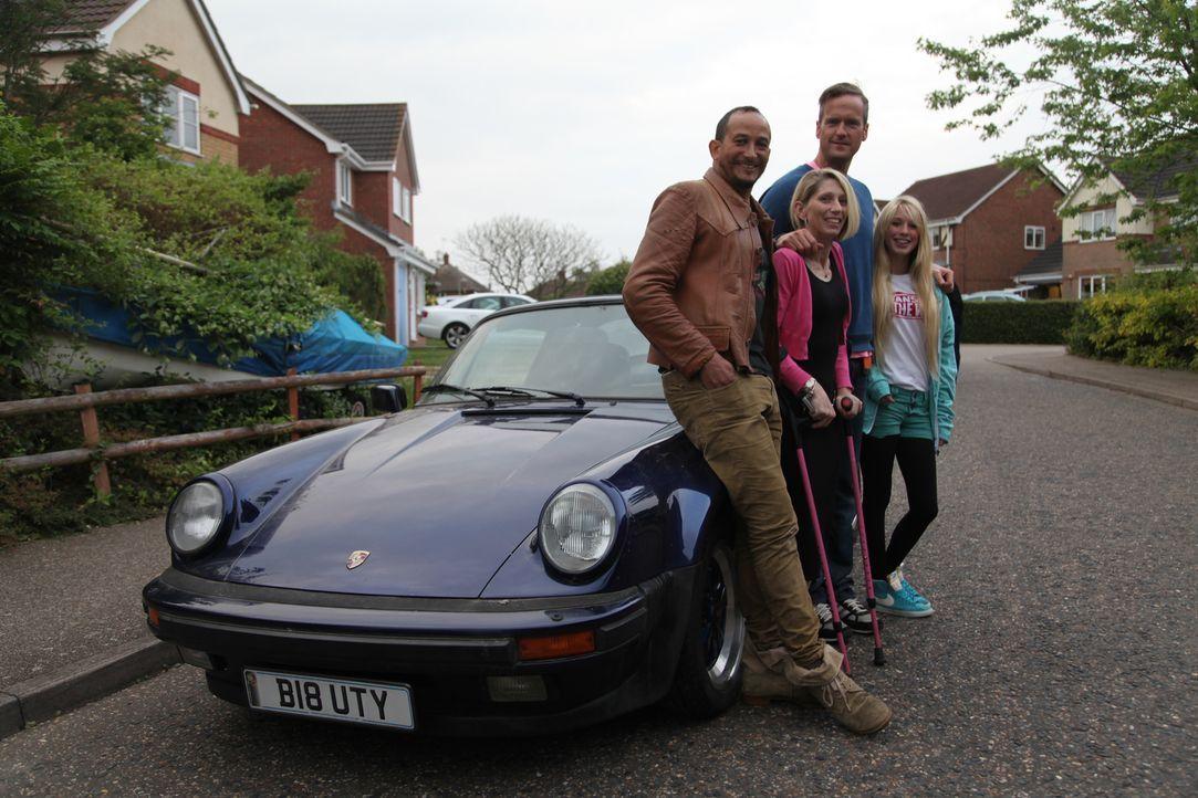 Fuzz und Tim kämpfen bei der Reparatur eines 1980er Porsche 911 gegen die Ze... - Bildquelle: 2013 NGC Network International, LLC All Rights Reserved
