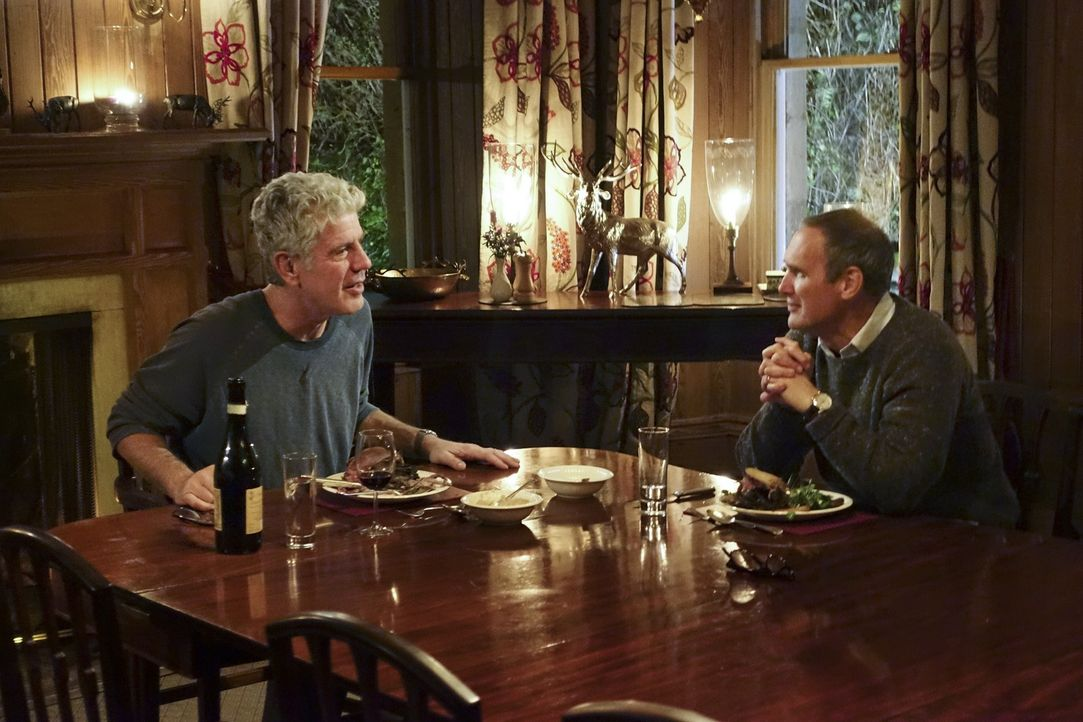 Anthony Bourdain (l.) reist nach Schottland und geht dort auf kulinarische Entdeckungstour .... - Bildquelle: 2015 Cable News Network, Inc. A TimeWarner Company All rights reserved