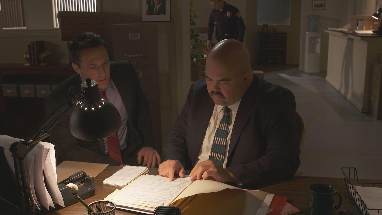 Auf Spurensuche: Im Jahr 1988 unternehmen die Ermittler alles, um den Mord an Rennlegende Mickey Thompson und seiner Frau Trudy aufzuklären - doch o... - Bildquelle: LMNO Cable Group