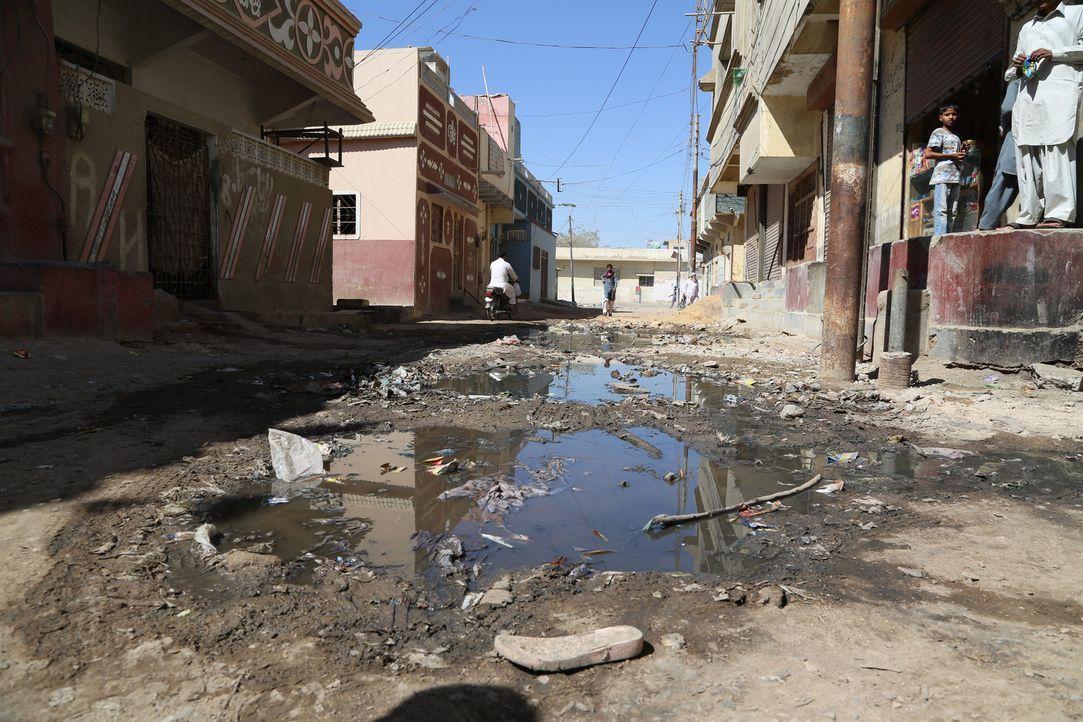 Karatschi, die reichste Stadt Pakistans, hat kein Wasser. Um an Wasser zu kommen, schlagen betroffene Familien einen kriminellem Weg ein ... - Bildquelle: Quicksilver Media