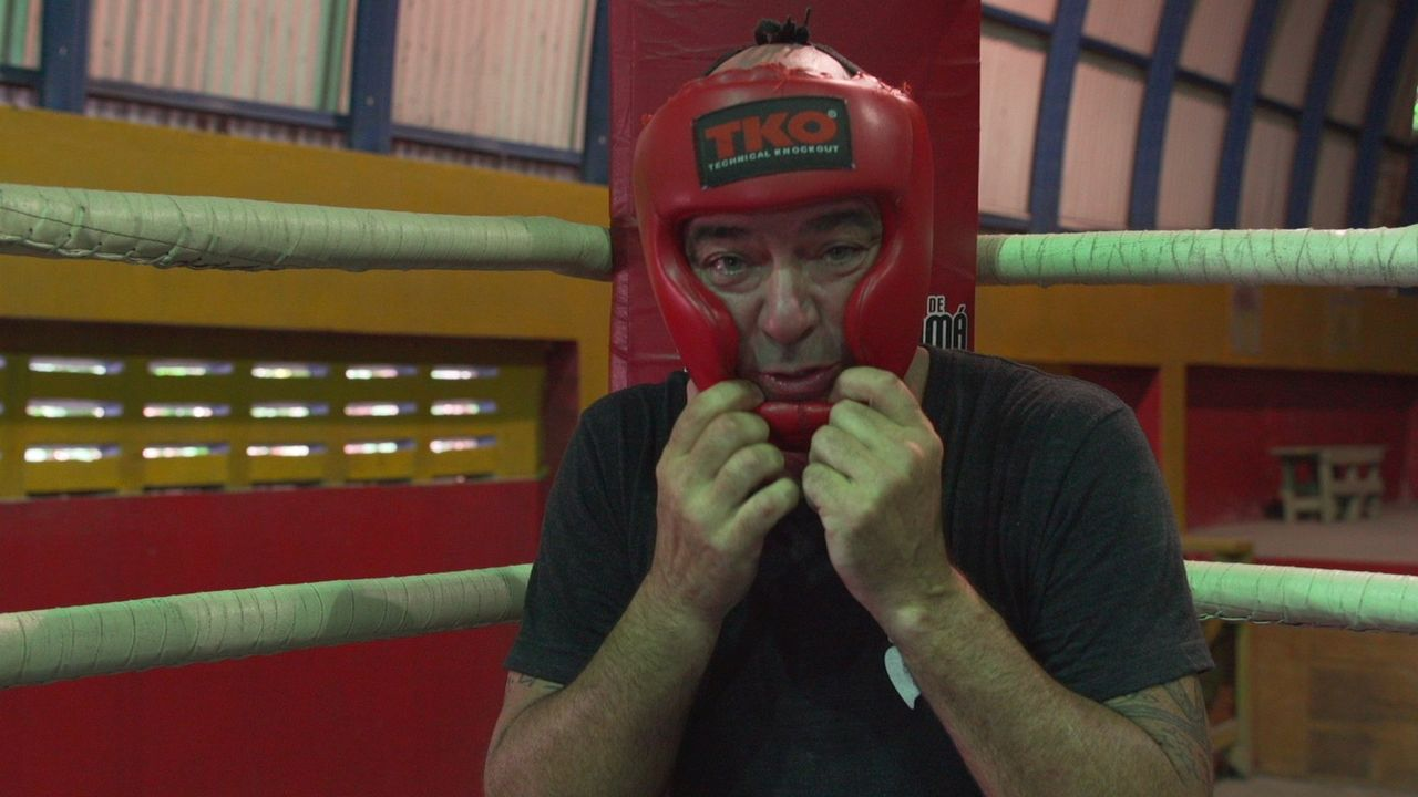 In Panama steigt Todd (Bild) mit dem früheren Boxweltmeister Roberto Duran in den Ring ... - Bildquelle: 2015,The Travel Channel, L.L.C. All Rights Reserved
