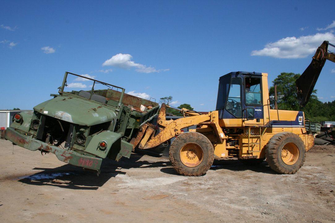 Militärische Fahrzeuge und Geräte haben meist eine lange Lebensdauer, doch auch sie vwerden irgendwann ausrangiert und recycelt. - Bildquelle: PMF/Klaire Markham