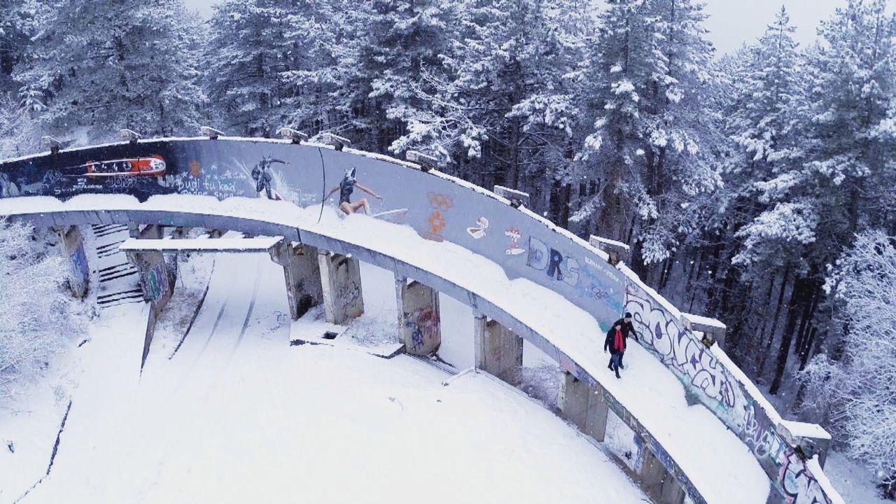 Im Jahre 1984 fanden im ehemaligen Jugoslawien die olympischen Winterspiele statt, heute ist der Ort von Bomben- und Munitionseinschlägen, Verfall u... - Bildquelle: kabel eins Doku