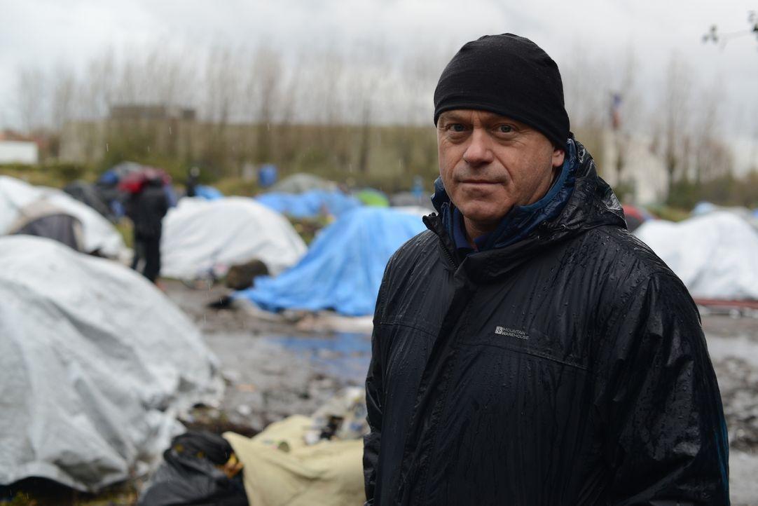 Der Flüchtlingsstrom nach Großbritannien stellt die französische Stadt Calais vor riesige Herausforderungen, denn die Migranten stranden auf ihrem W... - Bildquelle: Freshwater Films Ltd 2015