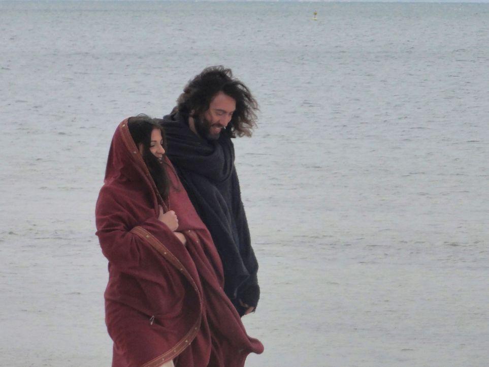 Die Blutlinie Christi: Wissenschaftler, Autoren und Historiker glauben, dass es gut möglich ist, dass Maria Magdalena (l.) und Jesus Christus (r.) N... - Bildquelle: LIKE A SHOT ENTERTAINMENT 2014
