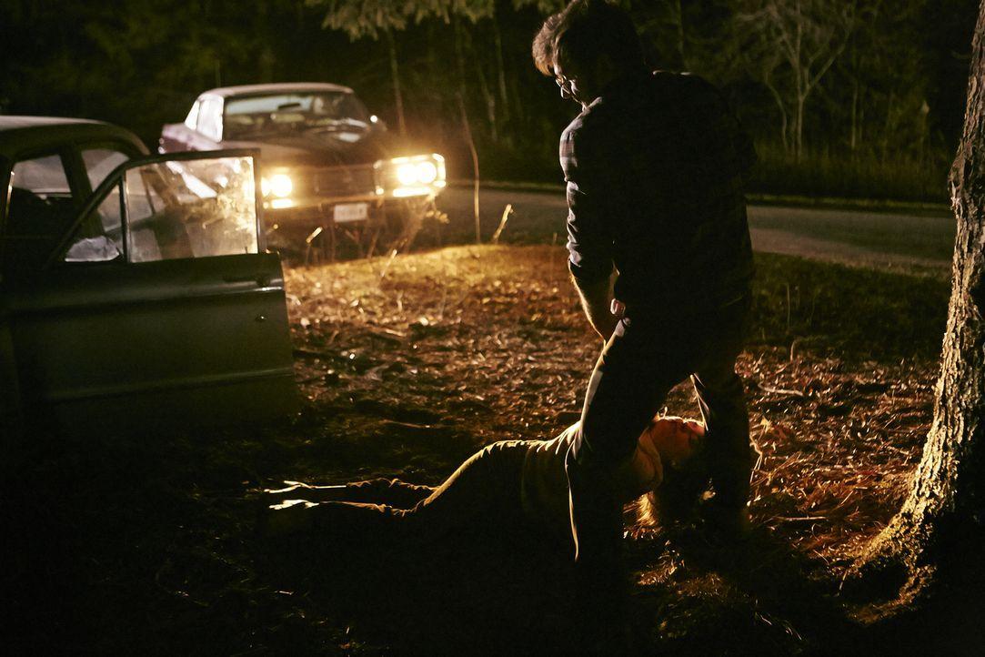Kann die Polizei den Vergewaltiger Michael Boucher (Andrew Ferguson, r.) für den Mord an der 18-jährigen Debra Dill (Kelsea Meredith, l.)  verantwor... - Bildquelle: Ian Watson Cineflix 2015