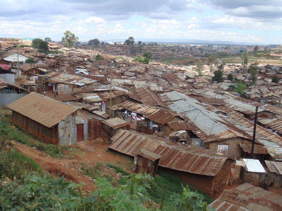 Das politisch unstabile Land Kenia und seine Armut sorgen für ein Chaos, das Ross Kemp erforschen will ... - Bildquelle: IMG Entertainment 2008