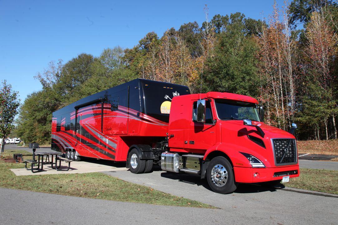 Schulbusse und Feuerwehrwagen - Bildquelle: 2018, The Travel Channel, LLC. All Rights Reserved.