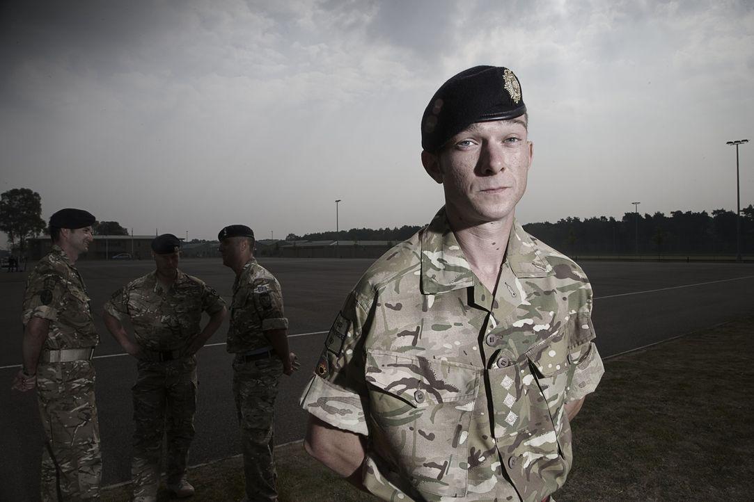 """Jeder Einsatz kann sie das Leben kosten! """"Bomb Squad"""" begleitet die Arbeit von Bombenentschärfungsteams in Afghanistan. Adam hat auf seiner Mission... - Bildquelle: Richard Ansett BBC"""