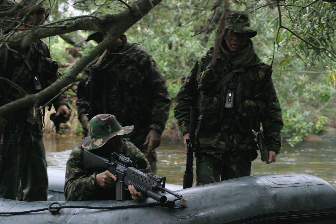 Im Jahr 2000 belagerten in Sierra Leone Rebellen zwei Dörfer und hielten dort Geiseln. 150 britische Soldaten waren nötig, um die Geiselnahme zu bee... - Bildquelle: James Leigh 2008 DANGEROUS FILMS