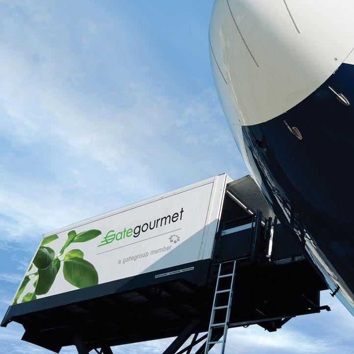 Um die Fluggäste der Airlines hoch in der Luft mit warmen Mahlzeiten zu versorgen, benötigt es bereits am Boden einen hohen logistischen Aufwand und... - Bildquelle: Actuality Productions (USA)