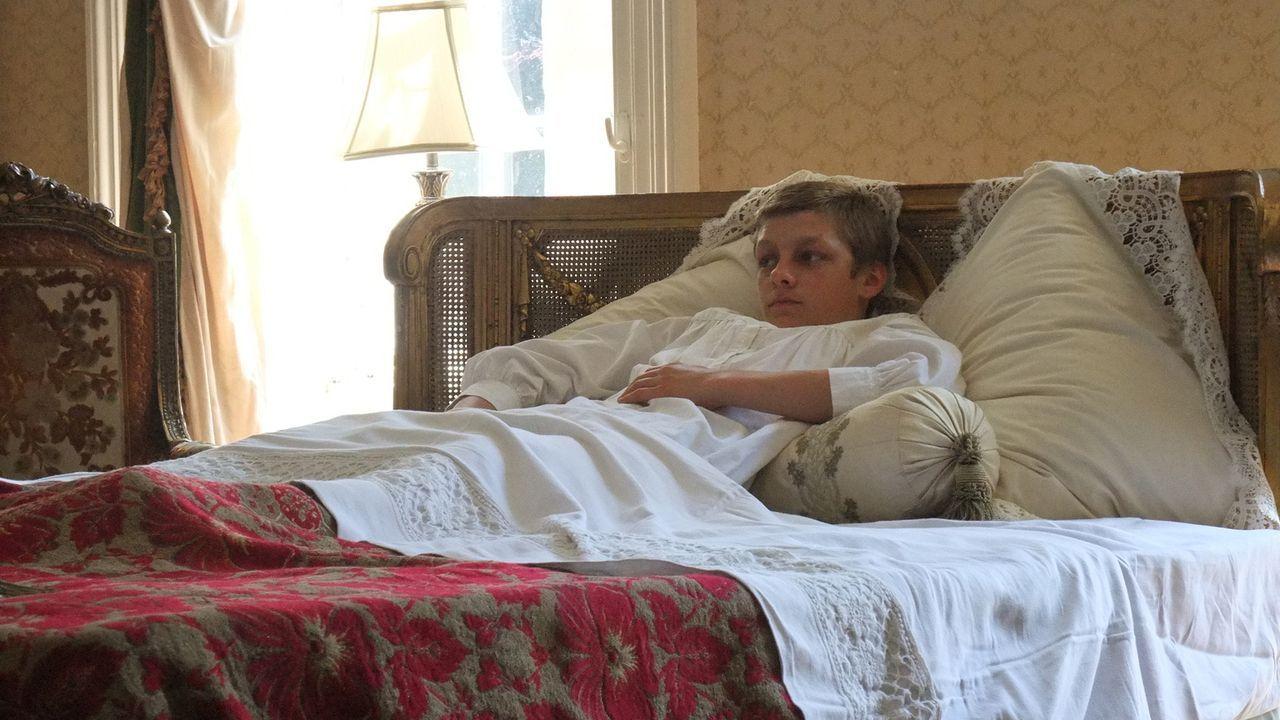 Die Krankheit seines einzigen Thronfolgers Alexei (Bild) setzte den Zaren Nicholas II. so sehr unter Druck, dass er einen Wunderheiler in sein Haus... - Bildquelle: Parthenon Entertainment Limited