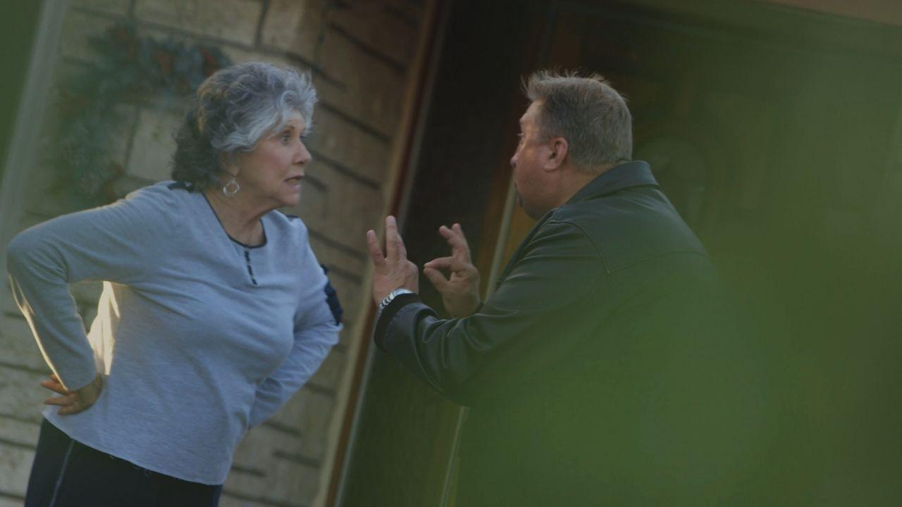 Die Ermittler gehen davon aus, dass Billy Cunninghams Tod ein Unfall war, aber ihre Familie zweifelt daran. Doch wer könnte die liebsame Rentnerin g... - Bildquelle: LMNO Cable Group