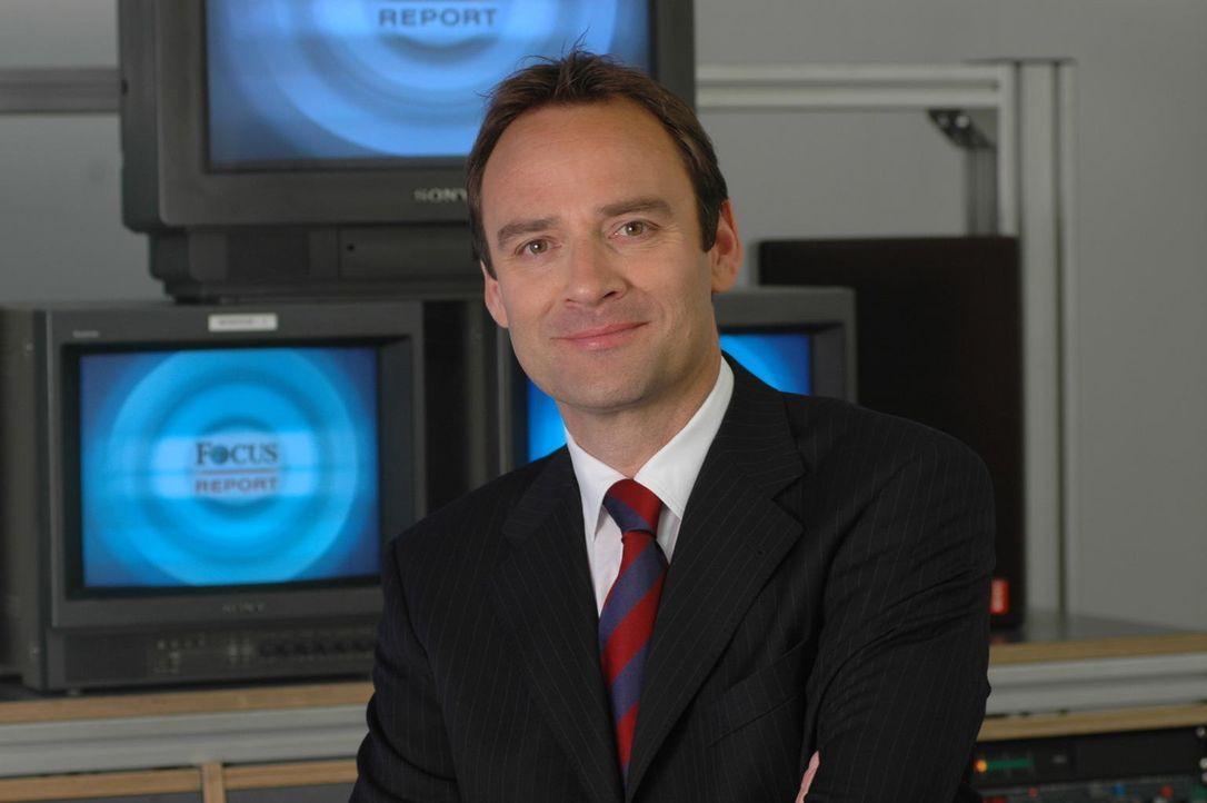 Florian Fischer-Fabian moderiert die Focus TV-Reportage. - Bildquelle: Sat.1