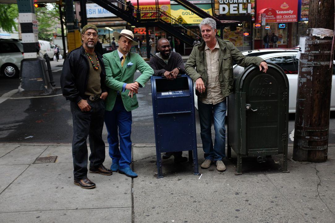 Auf seiner kulinarischen Reise um den Globus erkundet Anthony Bourdain (r.) die Bronx. Ein Abenteuer wartet auf ihn ... - Bildquelle: 2014 Cable News Network, Inc. A TimeWarner Company All rights reserved