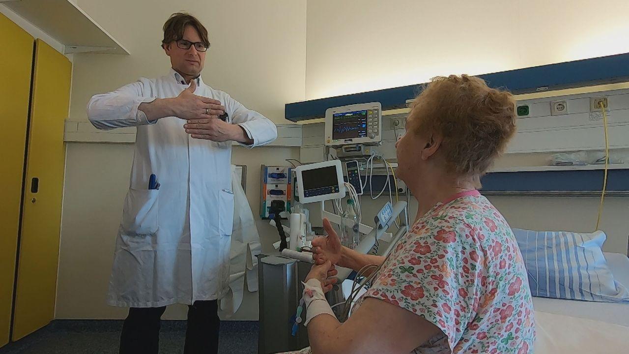 Heute hat Professor Dr. Walter Stummer eine heikle Operation zu meistern: Ei... - Bildquelle: Kabel Eins
