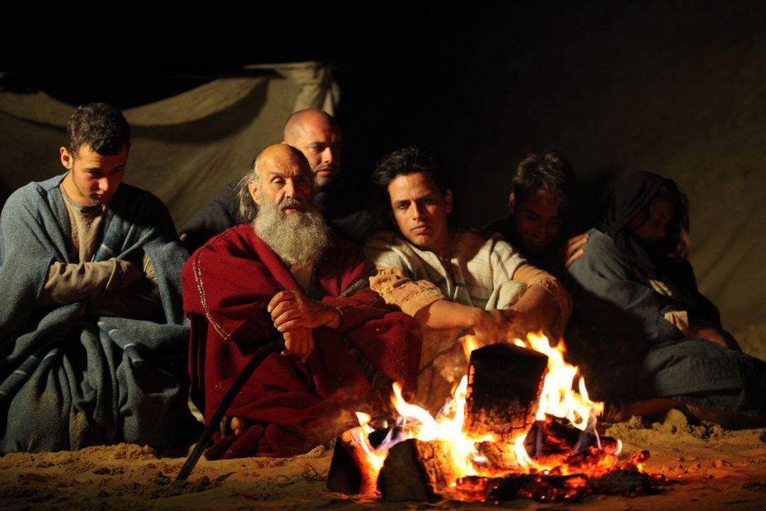 Autor Graham Philips glaubt, dass Moses (2.v.l.) kein Hebräer, sondern Ägypter war und Tuthmosis hieß. Als Philips Thuthmosis Grab in der antiken St... - Bildquelle: Eleanor Scaglioni WMR / Eleanor Scaglioni