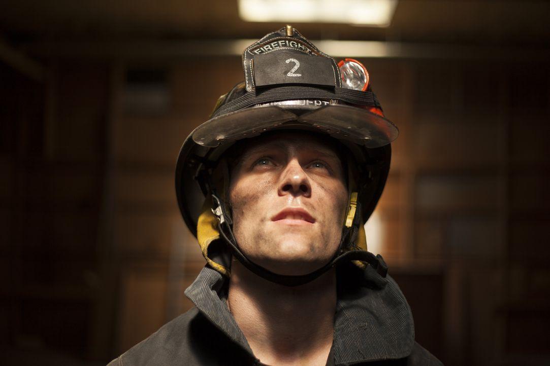 Um anderen zu helfen, nahm Captain Jack Pritchard (Cody Ray Thompson) immer wieder extreme Risiken auf sich ... - Bildquelle: DHH Productions Inc.