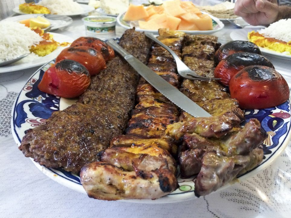 Auf seiner kulinarischen Reise um den Globus erkundet Anthony Bourdain den Iran. Ein ganz besonderes Abenteuer wartet auf ihn ... - Bildquelle: 2014 Cable News Network, Inc. A TimeWarner Company All rights reserved