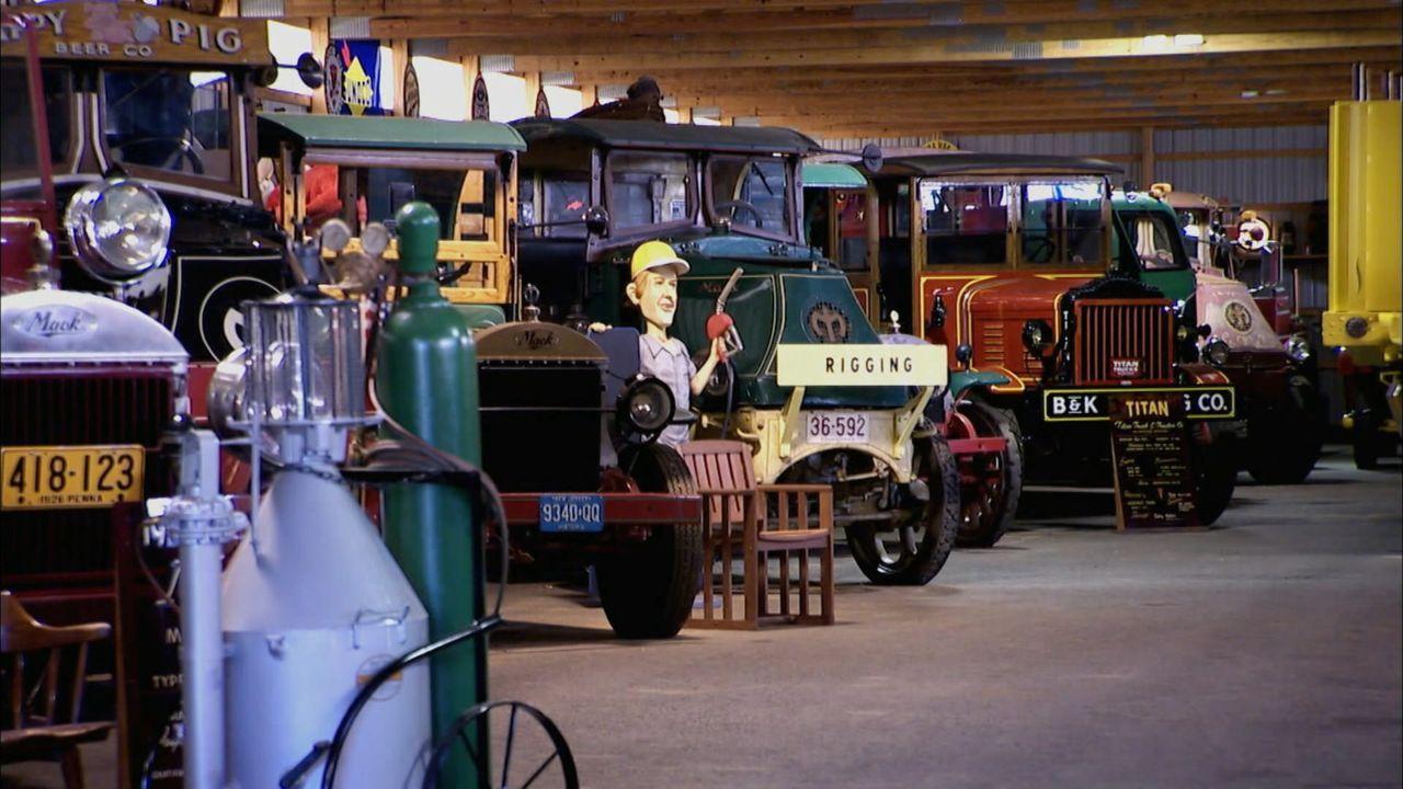 """Retro, waghalsig, rasant:  """"Moderne Wunder"""" zeigt die spektakulärsten Fahrzeuge der letzten Jahrzehnte - von Jay Lenos dampfenden Oldtimer über Rock... - Bildquelle: 2014 A& E Television Networks, LLC. All Rights Reserved."""
