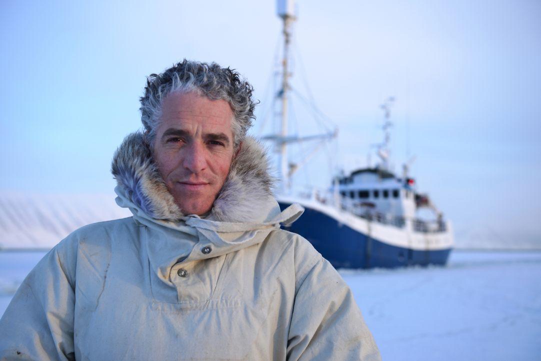 Unter Eisbären - Überleben in der Arktis: Der Ausnahmeforscher Gordon Buchanan begleitet Eisbären über weite Distanzen durch Schnee und Eis der Sval... - Bildquelle: Gordon Buchanan