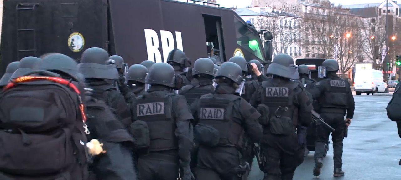 Anschlag auf die Freiheit - Terror in Paris - Bildquelle: Memento - Planète +- 2016