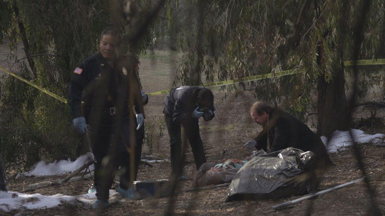 """Bei ihren Ermittlungen in einem brutalen Mord an der 28-jährigen Genevieve """"Ginny"""" Tepton stoßen die ermittelnden Beamten relativ bald auf deren Ex-... - Bildquelle: LMNO Cable Group"""