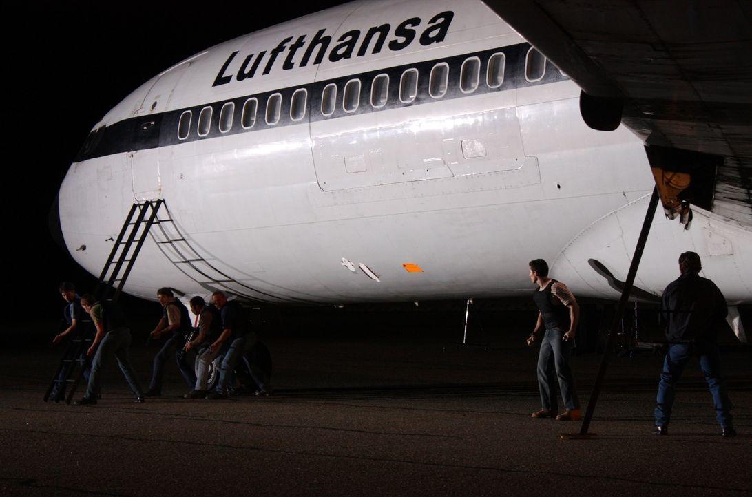 """Am 13. Oktober 1977 wurde die Lufthansa-Maschine """"Landshut"""" von Terroristen entführt. Die britische Spezialeinheit SAS war damals an ihrer Befreiung... - Bildquelle: James Leigh 2008 DANGEROUS FILMS"""