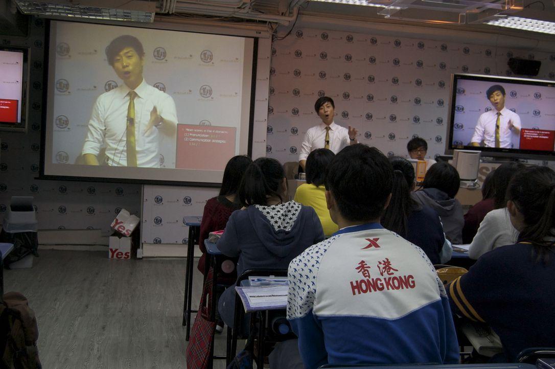"""In Hong Kong beschäftigen immer mehr Bürger sogenannte """"Tiger Tutors"""". Dabei handelt es sich um private Tutoren, die Studenten in ihren akademischen... - Bildquelle: Quicksilver Media 2012"""