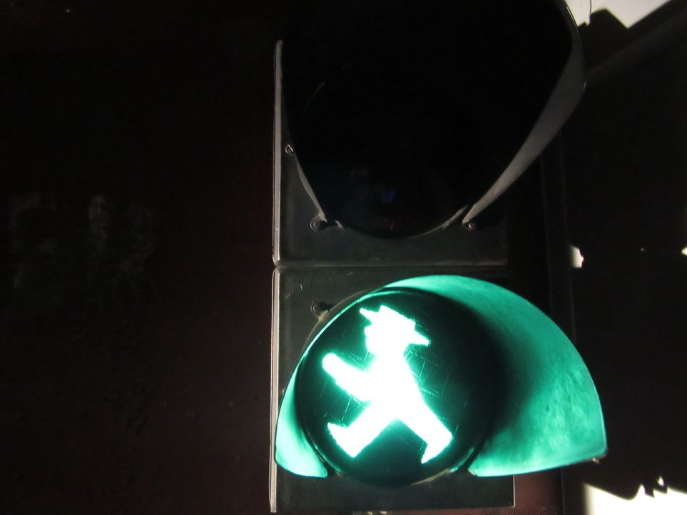 Don Wildman stellt die Ampelmännchen vor, die ein geliebtes Symbol der ostdeutschen Kultur sind ... - Bildquelle: 2014, The Travel Channel, L.L.C. All Rights Reserved.