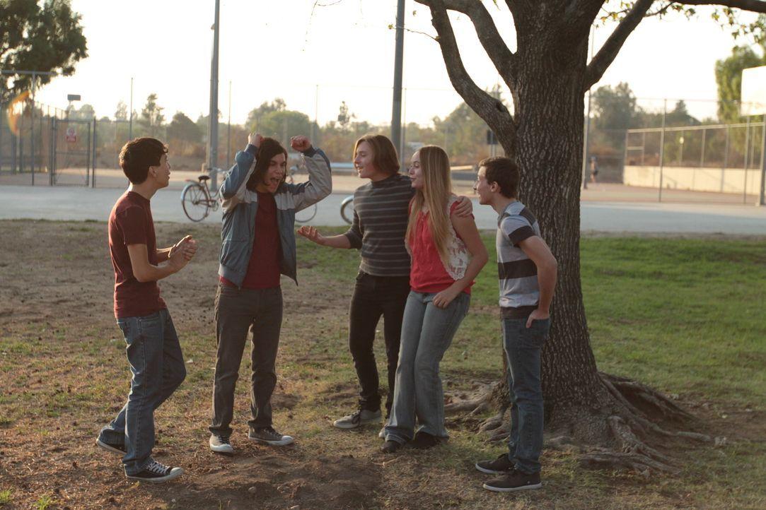 Scottsdale, Arizona im Jahr 1978: Der beliebte High-School-Schüler Greg Holman (Mitte) hängt mit Freunden in einem Park ab. Doch Greg kehrt an dem A... - Bildquelle: LMNO Cable Group