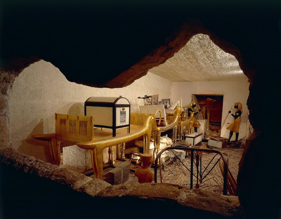 Als vor mehr als 3.000 Jahren das Grab des Pharaos Tutanchamun geöffnet wurd... - Bildquelle: 2016 A&E Networks, LLC. All rights reserved.