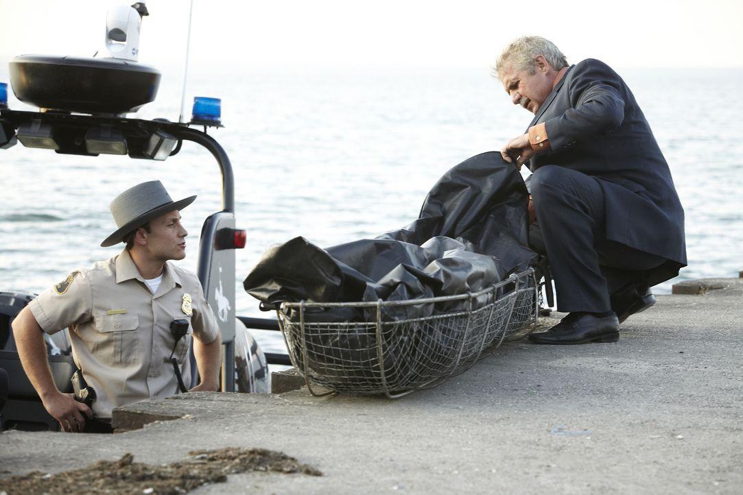Wird Detective Dennis Leland (Frederick Whittaker, r.) herausfinden, warum die 33-jährige Nancy sterben musste und was die Männer in ihrem Leben dam... - Bildquelle: Jag Gundu Cineflix 2012