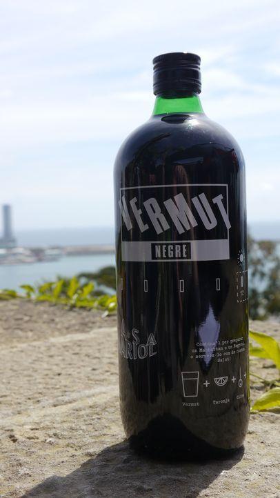 Schluck zum Sonntag: In Barcelona ist Wermut das Getränk des Sommers und wird gerne sonntags auch schon tagsüber von jungen Spaniern mit Oliven und... - Bildquelle: 2014, The Travel Channel, L.L.C. All Rights Reserved.