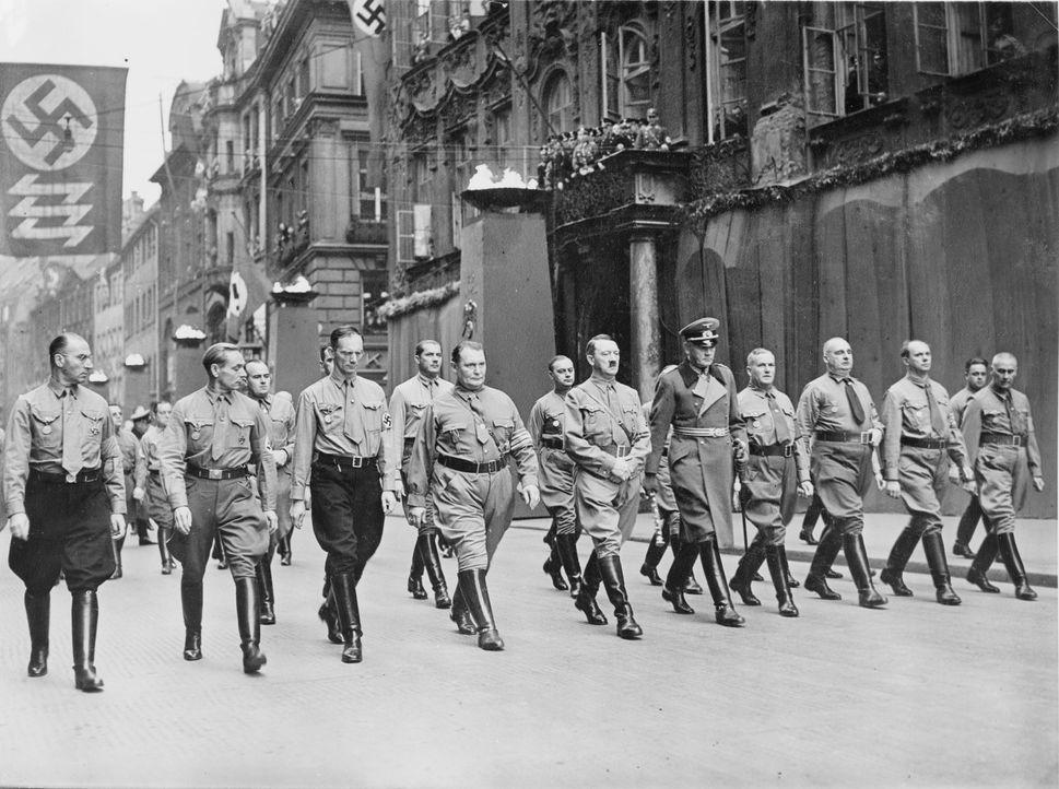 Nach der Machtergreifung 1933 wurde der 9. November in aufwändig inszenierten jährlichen Totenfeiern den in München getöteten Putschisten gewidmet.... - Bildquelle: Library of Congress