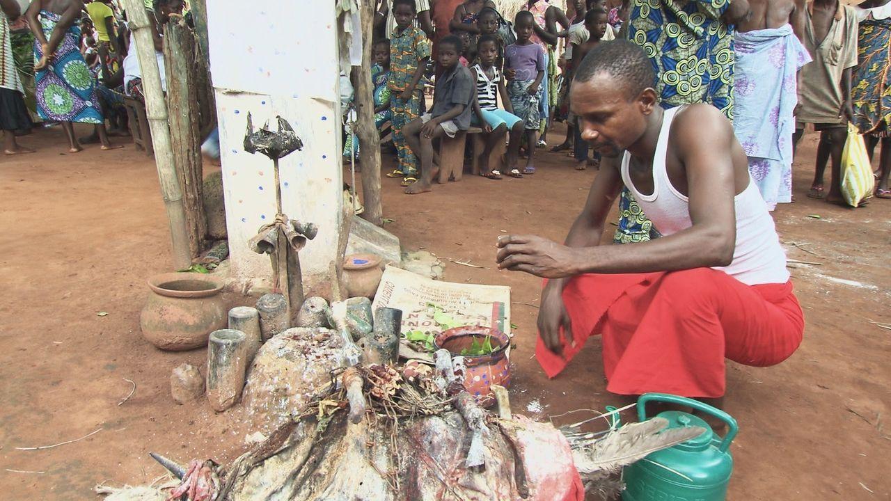 Voodoo wird in Afrika häufig praktiziert, aber was hat es eigentlich mit den Voodoo-Mythen auf sich? - Bildquelle: kabel eins Doku