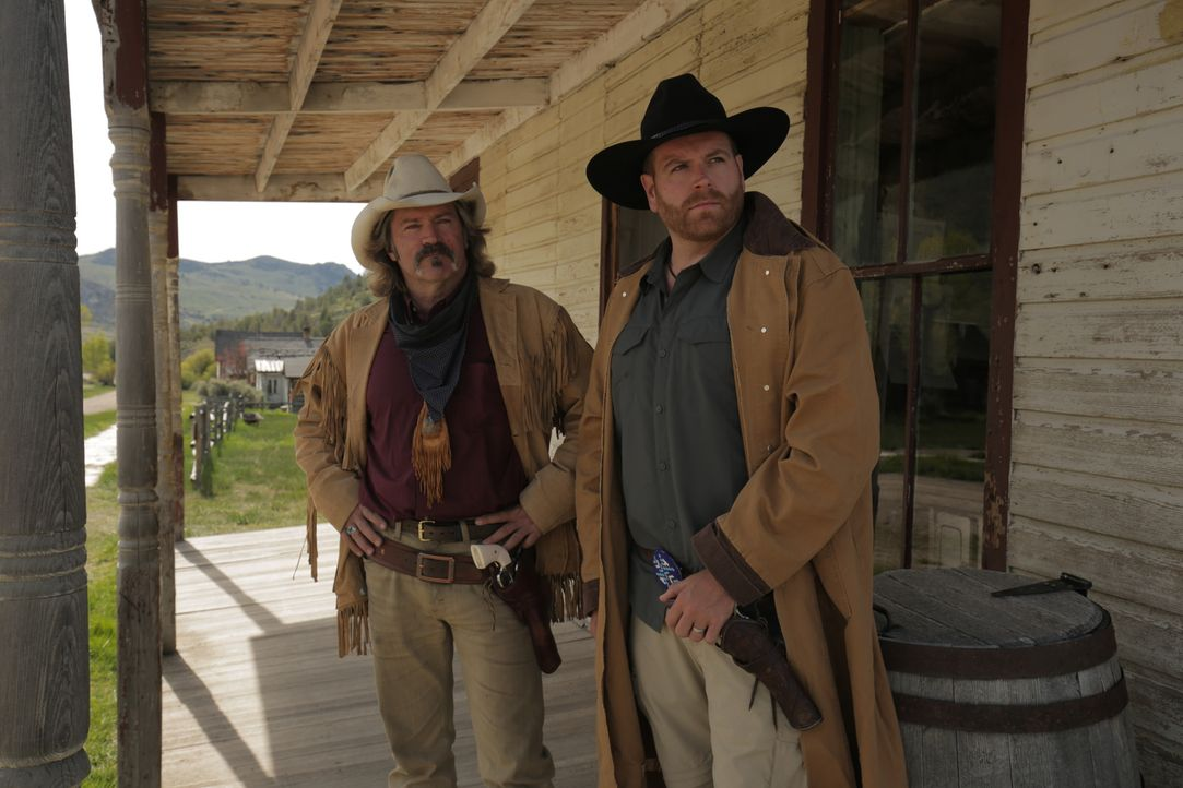 Stan Smith (l.); Josh Gates (r.) - Bildquelle: 2016, The Travel Channel, L.L.C. All Rights Reserved.