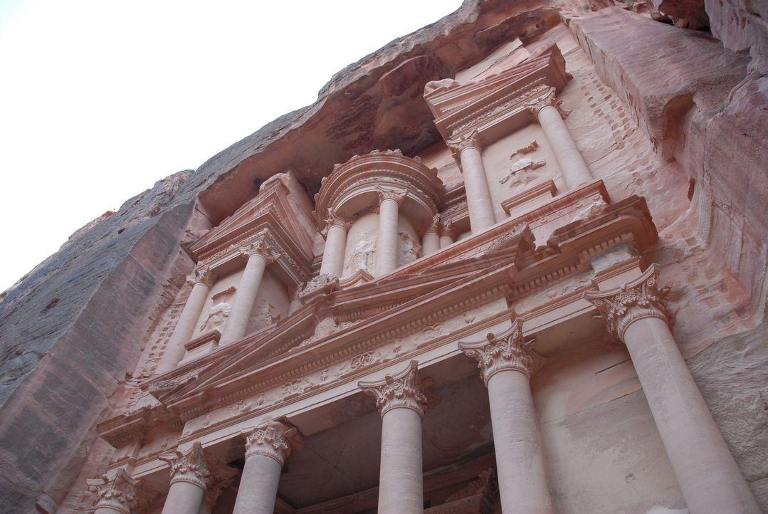 """Meisterwerk der antiken Baukunst: Das """"Khazne al-Firaun"""" ist das berühmteste Bauwerk der verlassenen Felsenstadt Petra und wurde ursprünglich als Gr... - Bildquelle: 2008 Darlow Smithson Productions Ltd, an IMG Entertainment Company. Parallax Film Productions Inc."""